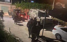 الاحتلال يعتقل 12 مواطنًا بالضفة ومواجهات بالقدس