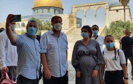 عشرات المستوطنين يقتحمون الأقصى وإبعادات للمقدسيين عن المسجد