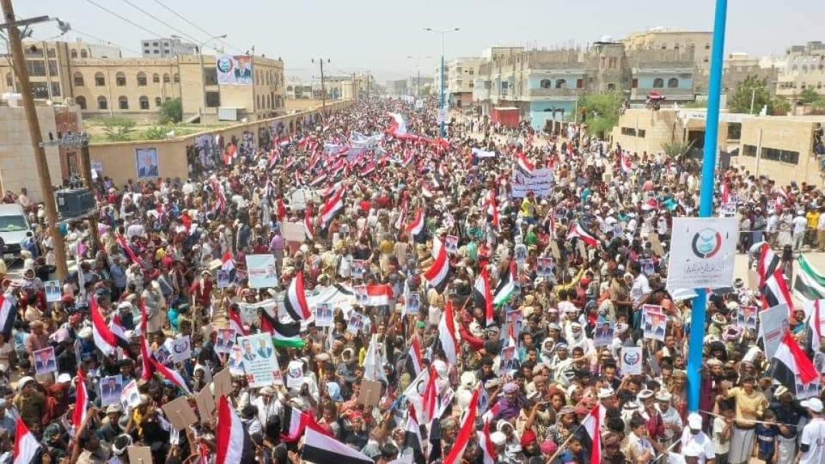 Photo of تظاهرة في شبوة اليمنية تأييداً للشرعية ورفضاً لإشهار التحالف الإماراتي الإسرائيلي