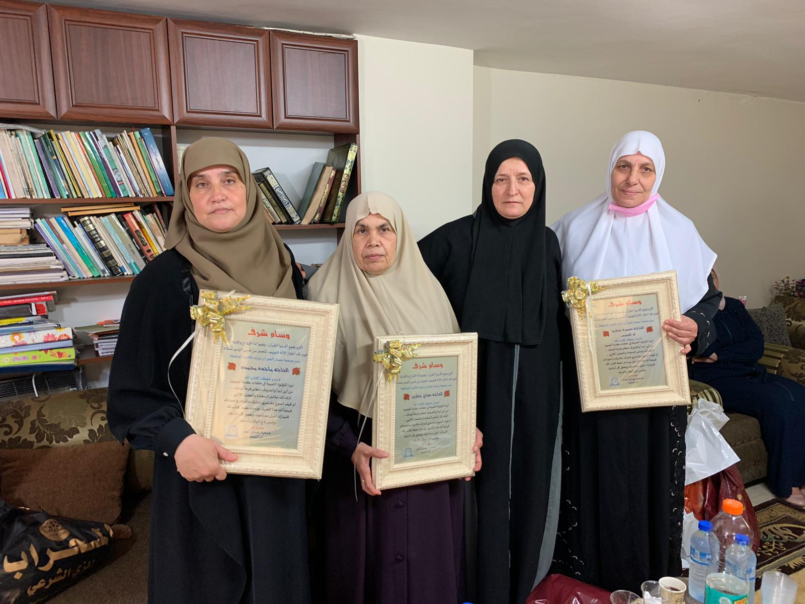 Photo of أم الفحم… جمعية بصائر الخير تخرج ثلاث حافظات لكتاب الله