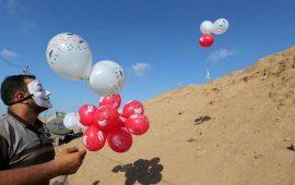 """نتنياهو وغانتس يتوعدان بـ""""رد عنيف"""" على بالونات غزة"""