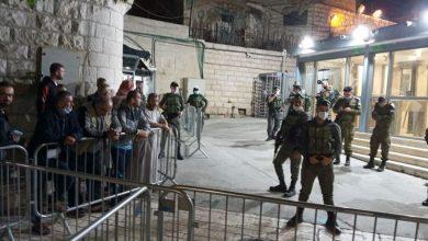 """Photo of مستوطنون نصبوا خيمة في ساحته.. الاحتلال يغلق """"الإبراهيمي"""" أمام المصلين للاحتفال بأعياد اليهود"""
