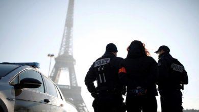 Photo of فرنسا تأخرت بإعلان الحادثة.. طعن مسلمتين أمام أطفالهما عند برج إيفل والأزهر يصفها بالعمل الإرهابي