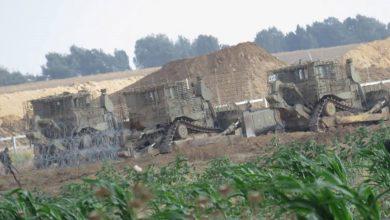 Photo of جرافات الاحتلال تتوغل جنوبي قطاع غزة وتنفذ أعمال تجريف