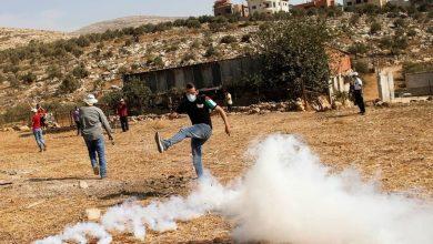 Photo of إصابات بالاختناق خلال قمع الاحتلال مسيرة بيت دجن