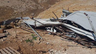 Photo of الاحتلال يهدم بركسا ويستولي على خيمة في المغير