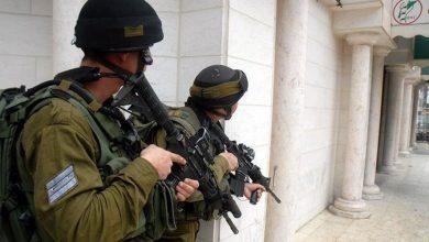 Photo of الاحتلال يعتقل ثلاثة شبان من جنين ويدهم مناطق بالضفة