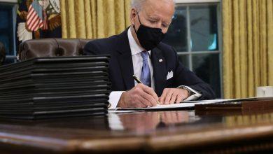 Photo of بايدن يستهل ولايته الرئاسية بسلسلة أوامر تنفيذية: كورونا والتغير المناخي والهجرة