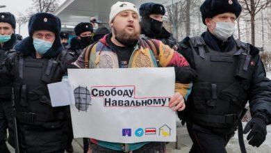 Photo of روسيا.. أنصار نافالني يتظاهرون ضد بوتين والفساد والشرطة تعتقل المئات