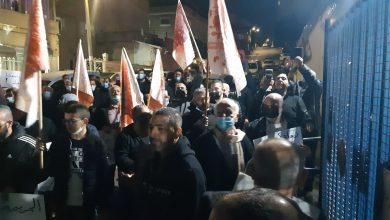 Photo of باعلام مضرجة بالدم: صلاة ومسيرة حاشدة تنديدًا بالعنف في باقة الغربية