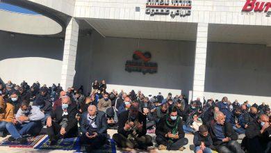 Photo of ام الفحم: صلاة جمعة على مدخل البلد احتجاجًا على العنف