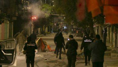 """Photo of تونس.. انتشار للجيش أمام المنشآت العامة تحسبا """"لأعمال الشغب"""""""