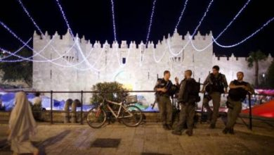 Photo of الاحتلال يمنع التجمهر في مدرج باب العامود بالقدس منذ بداية رمضان