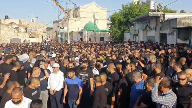 Photo of الشرطة الاسرائيلية تهاجم جنازة الشهيد موسى حسونة بوحشية