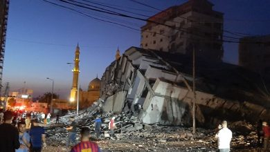Photo of طائرات الاحتلال تدمر برجا سكنيا عاليا غرب مدينة غزة