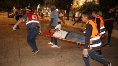 Photo of إصابات بتجدد المواجهات في الأقصى والبلدة القديمة