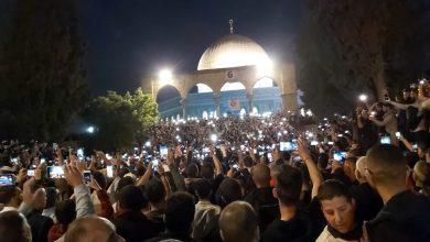 Photo of عشرات الالاف يزينون المسجد الاقصى في فجر الجمعة اليتيمة