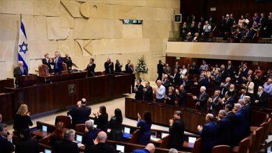 Photo of الحكومة الإسرائيلية الجديدة تؤدي اليمين الدستوري مساء اليوم