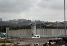 "Photo of قوات القمع الإسرائيلي تقتحم سجون ""عوفر"" وتشرع بنقل الأسرى"