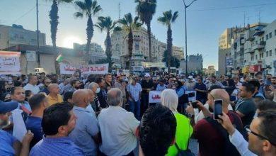 Photo of مظاهرة برام الله تطالب بمحاسبة قتلة نزار بنات