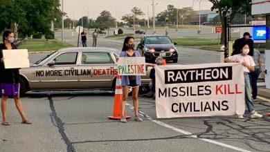 """Photo of أميركيون يغلقون مداخل شركة """"رايثيون"""" المصنعة للصواريخ الموجهة"""