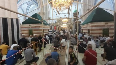 Photo of الآلاف يؤدون الجمعة في المسجد الإبراهيمي