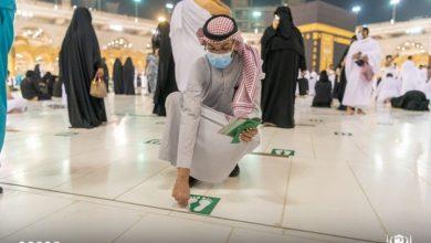 """Photo of إنهاء """"التباعد"""" بين المصلين في الحرم المكي"""